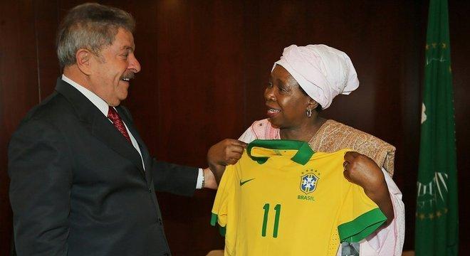 Ex-presidente fez diversas visitas a países africanos durante seus dois mandatos