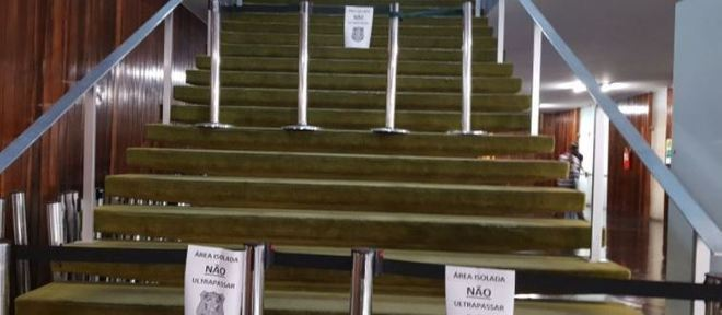 Acesso ao Salão Verde interditado para perícia após incêndio que atingiu o plenário