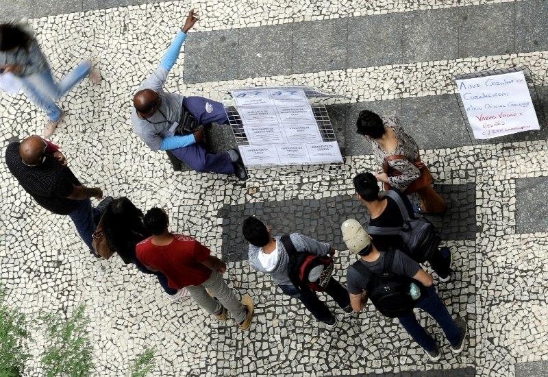 Após 3 anos de crise, Brasil perde 2,8 milhões de empregos