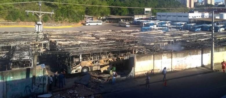 Explosões assustaram moradores da região do bairro de Brotas. Não se sabe o que causou o incêndio