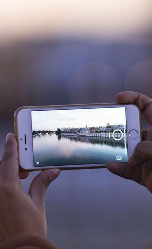 Celular é usado por 97,2% da população para navegar na web