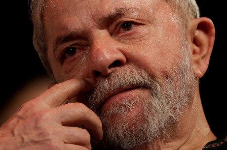 Lula responde por corrupção passiva e lavagem de dinheiro