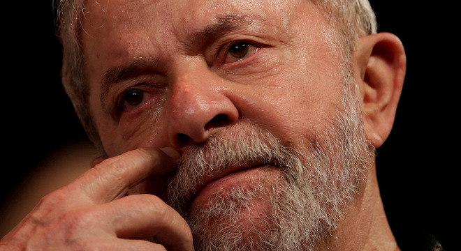 Lula também será retirado da lista da PF de procurados e impedidos de deixar o país