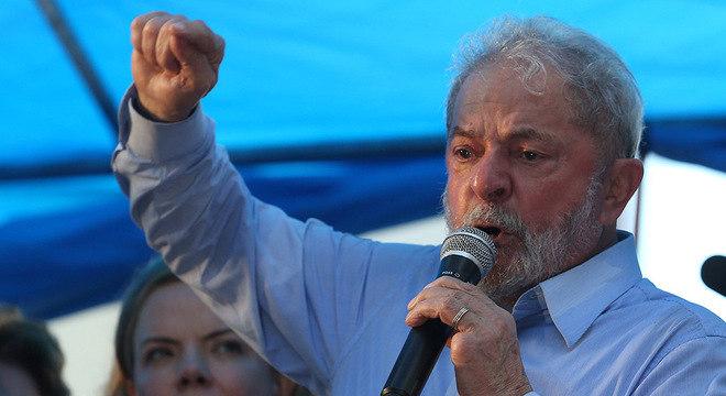Ex-presidente foi condenado na segunda instância a 12 anos e um mês de prisão