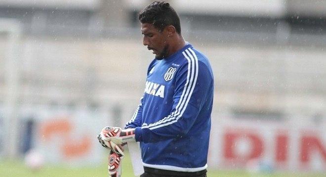 8251c265a73ea Ponte Preta anuncia rescisão do contrato com goleiro Aranha ...