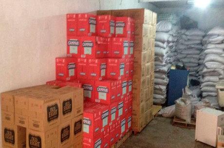 Cerca de 770 caixas da bebida estavam escondidas em um galpão
