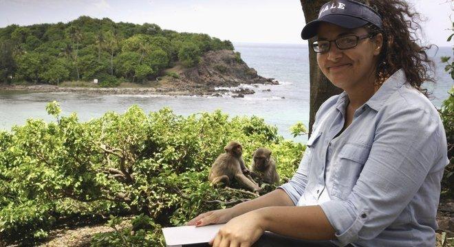 Para entender melhor o comportamento humano, Santos estudou nossos parentes mais próximos, os macacos