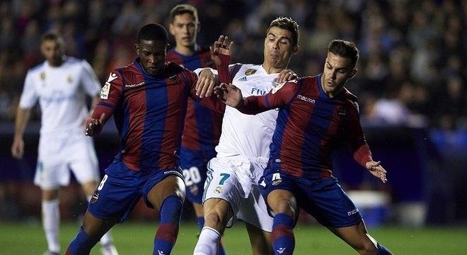 Real Madrid leva gol no fim e empata com Levante pelo Espanhol ... 3f1adb9410c5c