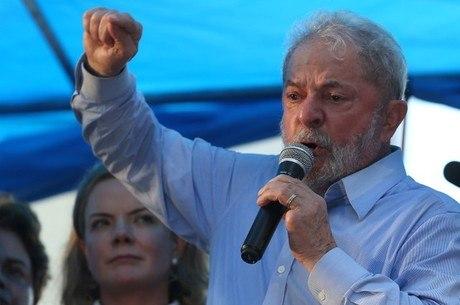 Ex-presidente Lula foi condenado a 12 anos de prisão