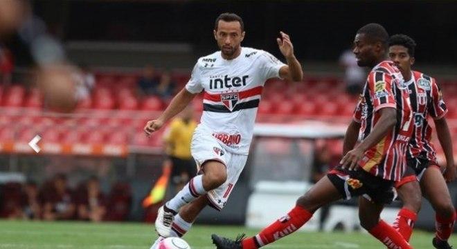 Diego Souza e Cueva marcam e São Paulo vence na estreia de Nenê
