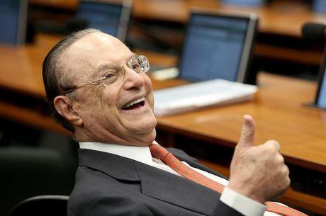 Maluf está internado em São Paulo