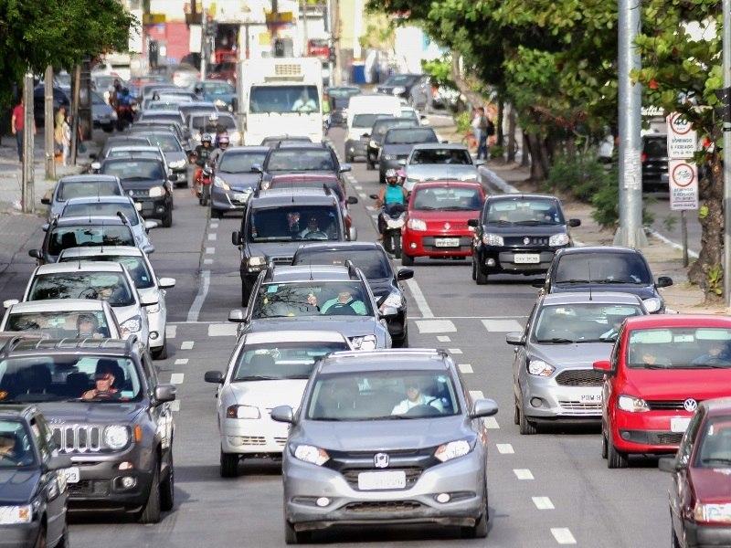 Produção de veículos recua 2,1% em fevereiro