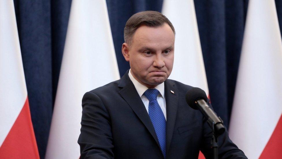 EUA decepcionados por assinatura da lei do Holocausto na Polônia
