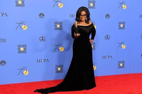 A apresentadora Oprah Winfrey usando preto no Golden Globe 2018