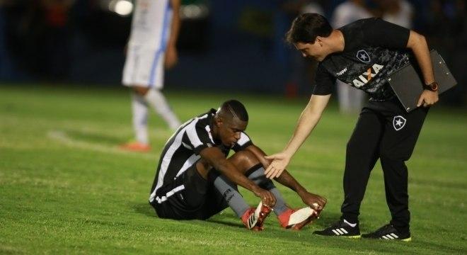 O zagueiro Marcelo, decepcionado após a eliminação do Botafogo