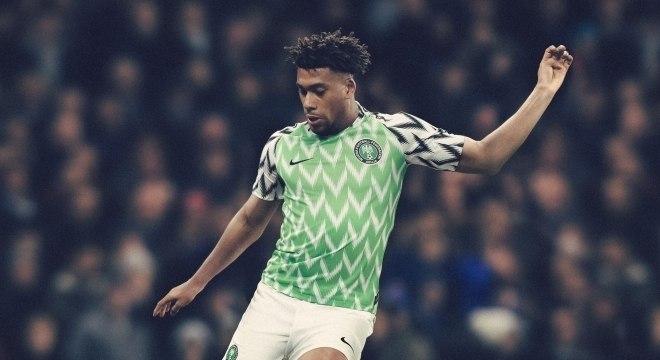 Inglaterra e Nigéria lançam camisas para a Copa do Mundo de 2018 ... d93b47ed3cd4f
