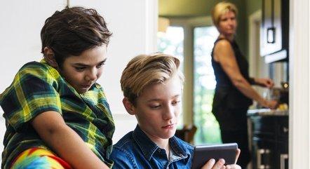 Especialistas aconselham os pais a orientarem os filhos sobre o tema
