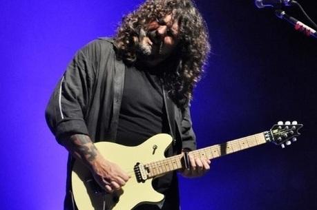 Xando Zupo e a guitarra da linha EVH