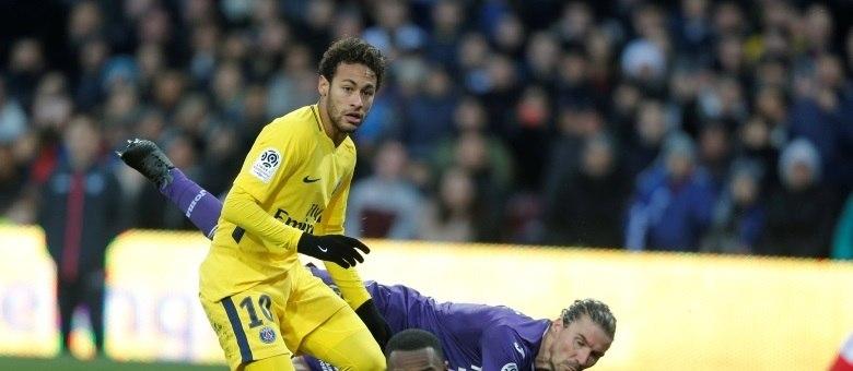 Neymar deverá estar em campo pelo PSG diante do Olympique, em Paris
