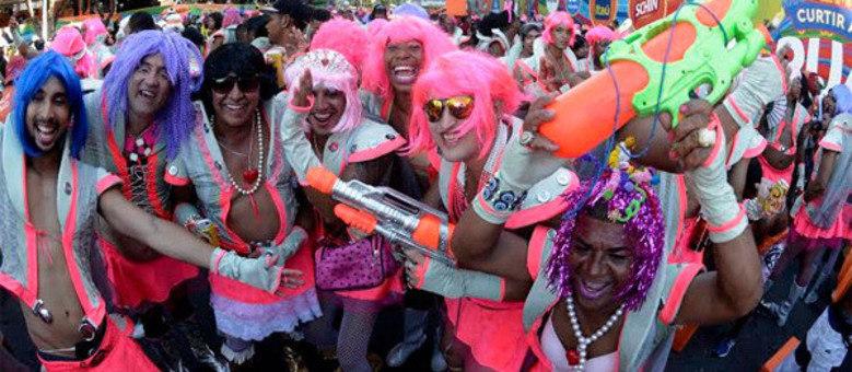 """Bloco """"As Muquiranas"""", tradicionalmente composto por homens travestidos de mulheres, é um dos destaques"""