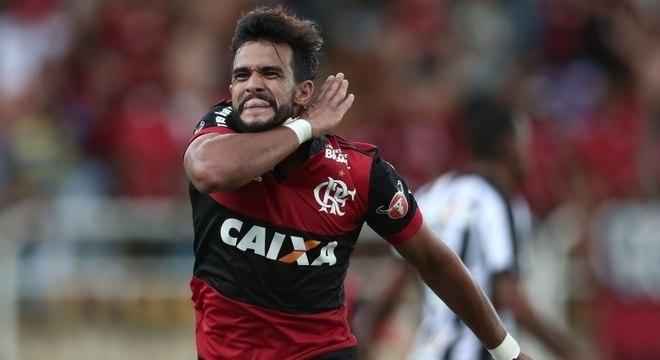 Henrique Dourado, o 'Ceifador', fez seu tradicional gesto na vitória do Flamengo