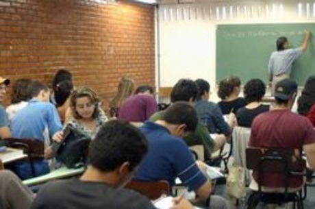 Fies vai oferecer 310 mil vagas em 2018