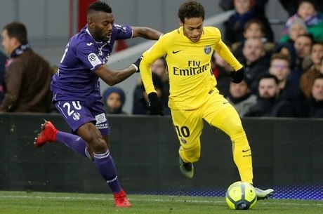 1e704b237e Neymar conduz a bola na vitória sobre o Toulouse