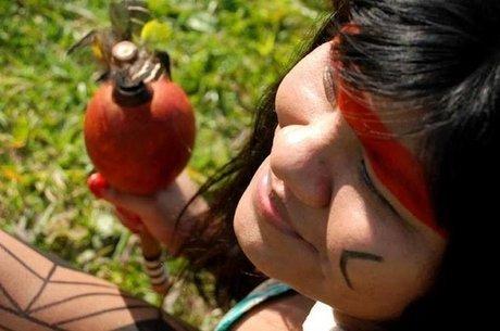 'A gente vive essa troca de cultura. Tem uma cerimônia chamada Hagaka que é um momento que a gente se fantasia de várias culturas, de bichos e de não-indígenas também. É parecido com o carnaval', diz Ysani
