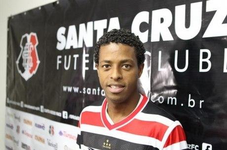 Keno defendeu o Santa Cruz em 2014 e 2016