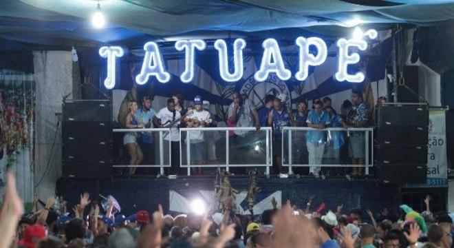 O barracão estava lotado na noite de comemoração da Acadêmicos do Tatuapé