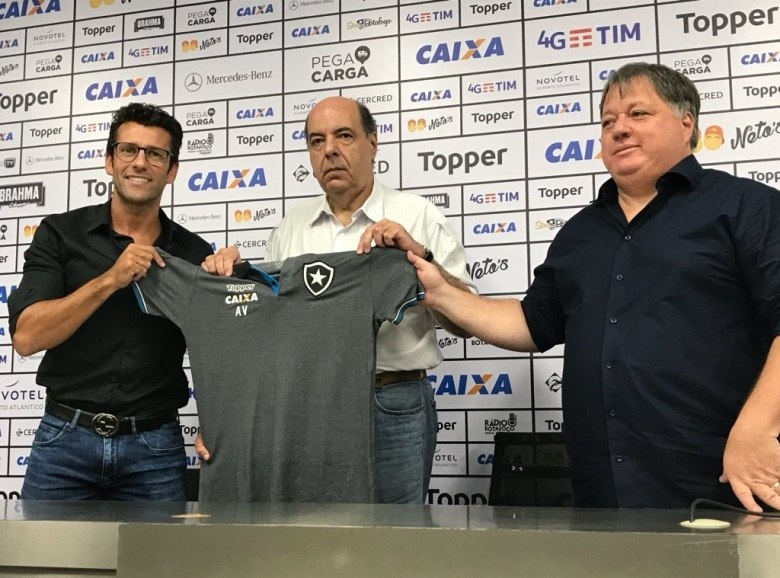 Alberto Valentim é anunciado como o novo técnico do Botafogo