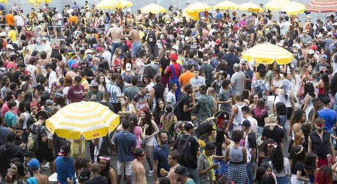 Xixi fora do lugar, em São Paulo, pode custar caro ao folião infrator