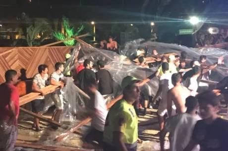 Estrutura cai e fere vítimas em show de Thiaguinho