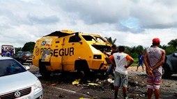 Homens armados explodem carro-forte em Jacobina. Criminosos conseguiram fugir (Divulgação / Polícia Militar)