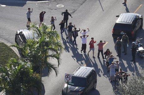 Pelo menos 17 pessoas morreram no ataque