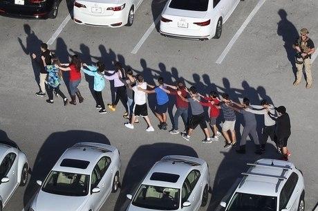 Simulações de tiroteios são comuns em escolas nos EUA