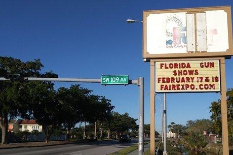 Anúncios do evento estão espalhados há semanas pelas ruas de Miami