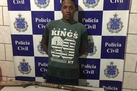 O suspeito tentou fugir, mas foi capturado pela polícia