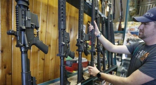 O AR-15 é uma das armas mais vendidas nos EUA; mais de 8 milhões de unidades vendidas