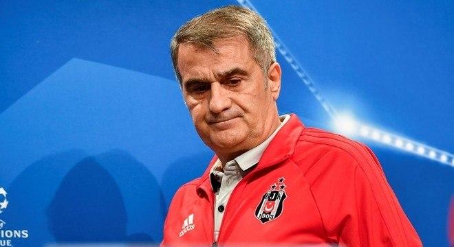 Senol Gunes, o desalento do treinador do Besiktas