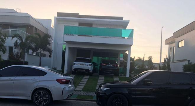 Mansão, automóveis e pertences foram confiscados pela polícia em Aquiraz, Ceará