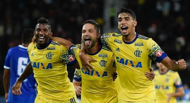 Diego, em bela cobrança de falta, abriu placar na vitória do Flamengo