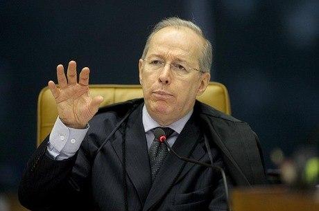 """""""Inconsequente e golpista"""", classificou Celso de Mello"""
