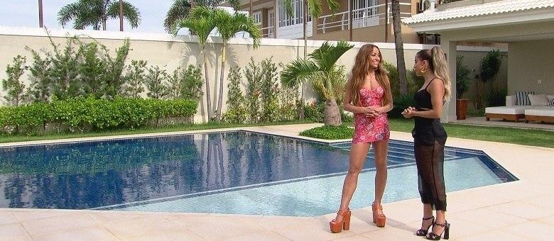 Anitta explica para Sabrina como está conciliando o trabalho com a vida a dois