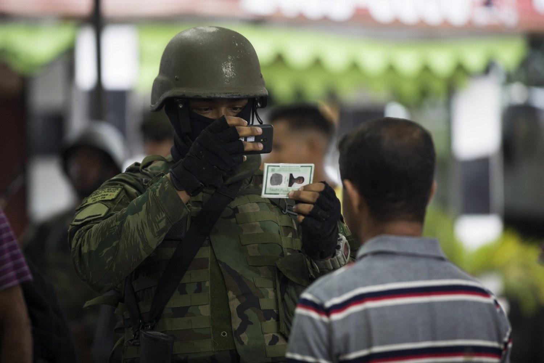 Resultado de imagem para exército fotografa moradores no rj