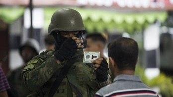 __Exército fotografa moradores de favelas para checar antecedentes__ (Danilo Verpa/Folhapress)