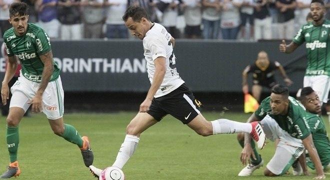 Rodriguinho marcou o primeiro gol do Corinthians na vitória sobre o  Palmeiras d93fddda3f852
