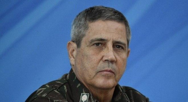 Convocado às pressas, general  Braga Netto falou pouco até agora