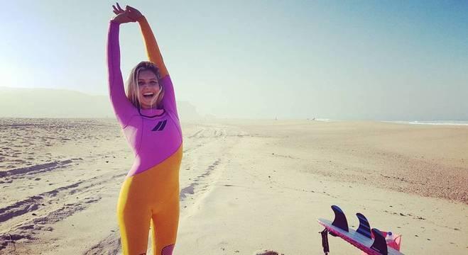 Maya Gabeira abandonou ballet para buscar a onda perfeita ao redor do mundo