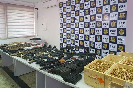 Mais de 45 armas foram apreendidas com homem